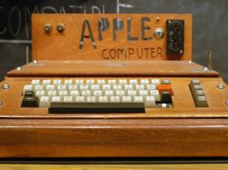 1200px-Apple_I_Computer