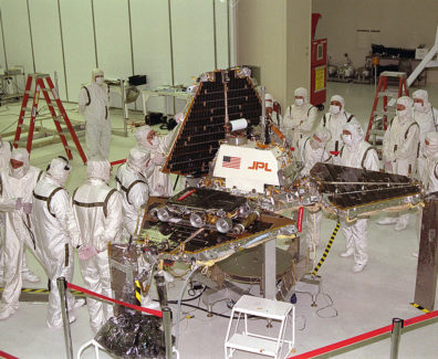 1200px-Mars_Pathfinder_Lander_preparations
