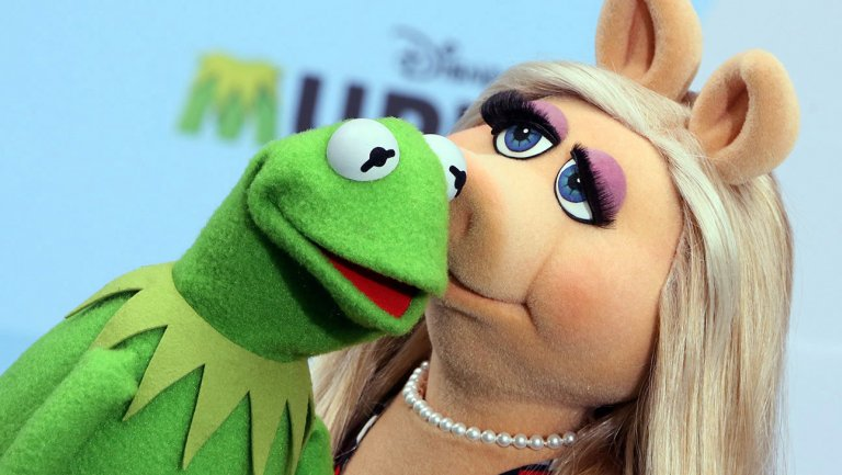 August 4, 2015: Miss Piggy and Kermit Officially Break Up
