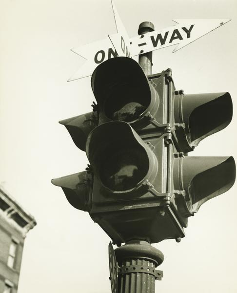August 5, 1914: First Electric Traffic Light Installed